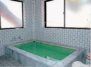 ジョンソン山中湖湖畔の宿:貸切で入れる大きなお風呂でリフレッシュ