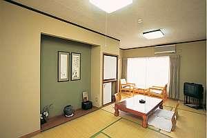 三崎ホテル:窓から港の見える海側のお部屋[蛤の間]