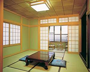 割烹旅館 西山:駿河湾を望む客室 一例