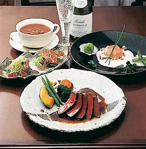 白樺湖 コロニアルハウス:無農薬野菜を使用したフルコースディナーの一例です