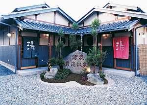 岩滝温泉 ホテル喜楽家 :お風呂は別棟へ数歩・・情緒溢れる造りに