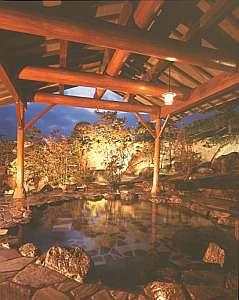 岩滝温泉 ホテル喜楽家 :見事な日本庭園を眺める露天風呂