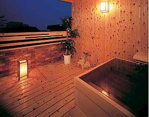 名物磯舟料理 おくのせこ:夜の貸切露天風呂