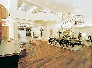 サンパレスホテル:吹き抜けの広い空間