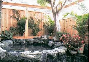 シーサイド ペンション 多々戸浜:伊豆石を使った大人4名がゆったり入れる貸切露天岩風呂