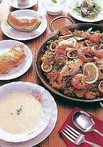 農園レストラン&ペンション レインボーヒルズ:夕食のお料理一例です。当ペンション自慢のパエリヤはいかが??