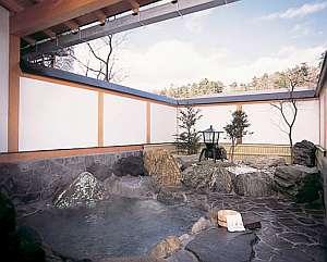 ホテルみゆき別館:貸切の露天風呂、しっとりと落着いて入れる天然温泉
