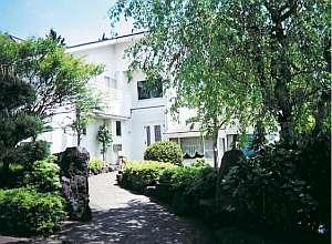 白壁の宿 花宴:別荘地にありながら観光アクセス抜群