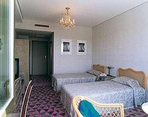 白鳥が舞うリゾート 米山水源ホテル