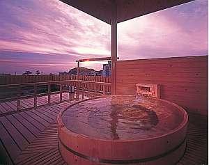 天候によりいろいろな景色が楽しめる貸切露天風呂