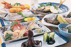 海の幸・夕陽の宿 ペンションサンセットコースト:瀬戸内の魚介を満喫 和食一例
