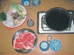 成田旅館:夕食の一例(すき焼き)