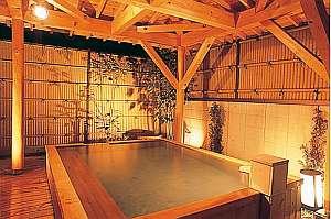 露天風呂と田舎料理が楽しめる宿 すわ湖苑:24時間いつでも入浴できる露天風呂