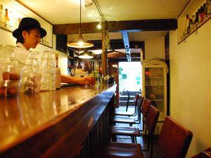 鎌倉ゲストハウス:【隠れ家BAR】 鎌倉の食材を使ったメニューやドリンクをご用意してお待ちしています。