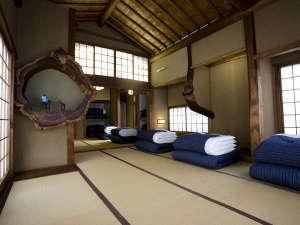 鎌倉ゲストハウス:【男女別ドミトリー】 安心の男女別ドミトリー。創業100年職人手作りのふかふかお布団です。