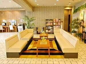 ホテル シルク・トゥリー名古屋:広々としたロビーには閲覧用の新聞・雑誌もご用意しております