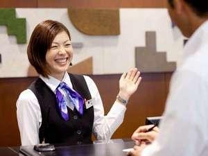 名鉄イン名古屋金山:フロントスタッフ笑顔で皆様をお迎え致します!