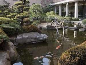 5階日本料理「雲海」の庭園は、浅野家別邸の庭園「縮景園」を模して造られています。
