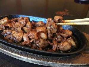 湯情の宿 建治旅館(こんじりょかん):名物味噌ケイチャン(鶏ホルモン)鶏肉、皮、ハツ、砂肝などを自家製味噌で焼きます。