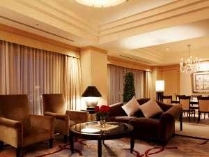 JRホテルクレメント高松(旧 全日空ホテルクレメント高松):コーナーに位置し、瀬戸内海を一望出来る素晴らしい景色がお楽しみいただけるホテル自慢の最上級スイート
