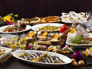JRホテルクレメント高松(旧 全日空ホテルクレメント高松):讃岐オリーブ豚や瀬戸内産の魚など地産地消の食材を使用した約50種類の和洋中料理が並びます。