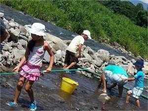 信州サーモン・岩魚・鯉・鱒料理 野沢のお宿 ふぶき:7-8月は川魚つかみ取りできます