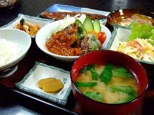 北見セントラルホテル:夕食一例。手作りで家庭的な味の夕食。