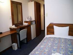 ホテル セントピア:シングルルーム セミダブルサイズのベッド、ゆったりとした機能的なお部屋です(直電話予約のみ)