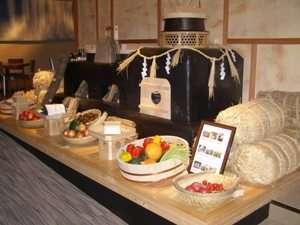 まろき湯の宿 湯元榊原舘:ダイニング「厨草子」では、安心安全な食材をふんだんに使用しています。