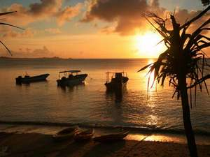 マリンリゾート マリンメイト:目の前のビーチから眺める夕日