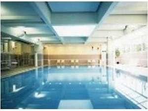 静波リゾートホテル・スウィングビーチ:室内温水プール営業時間10:00~21:00