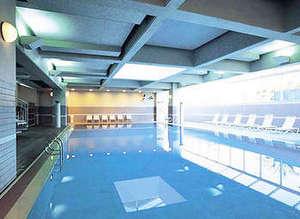 静波リゾートホテル・スウィングビーチ:室内温水プール