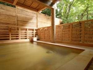 箱根小涌谷温泉 水の音:笹の湯【露天】檜造り『小涌谷温泉』垣間見える緑に心が癒されます。