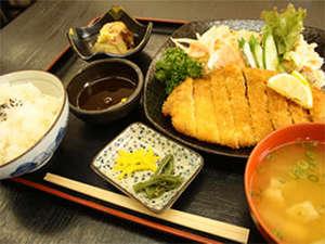 ビジネスホテル ハートワン:≪ご夕食例≫栄養のバランスのとれたお食事を日替わりでどうぞ。ボリューム◎で家庭的な味付けが人気★