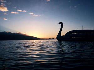 諏訪湖 「すわん」夕暮れ