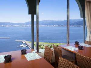 諏訪レイクサイドホテル(HMIホテルグループ):10Fレストランからの諏訪湖の景色