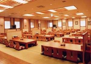博多 由布院・武雄温泉 万葉の湯:無料休憩室「憩い処」では軽食などのお食事もできます