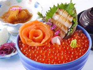 南三陸ホテル観洋:A級グルメ!【南三陸キラキラいくら丼】※専用プランまたは別注にてお召し上がりいただけます。