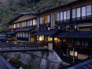 明治41年創業!情緒あふれる雰囲気と洞窟風呂がある老舗旅館です。