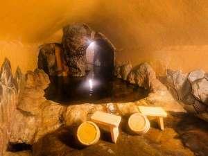 黒川温泉 山の宿 新明館:手掘りで掘った洞窟風呂。掘って掘ってまた掘って。完成まで10年かかりました