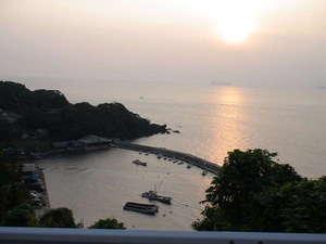 ちりめん街道料理旅館井筒屋:板長が仕入れに行く漁港。朝日の美しい、小さな港です。