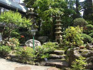 新宿サンパークホテル:一年中通して楽しめる庭園をお楽しみください