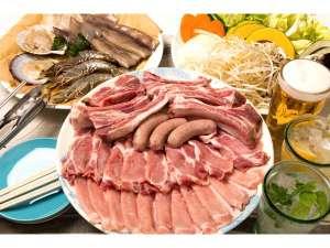 コテージ&ペンション NANJA MONJA:【BBQスタンダード】地元ブランド豚と海鮮、野菜、焼きそばのセット