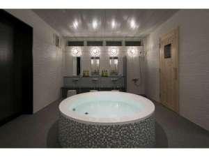 コテージ&ペンション NANJA MONJA:【大浴場OH!FURO】内湯はぬるめの温度設定。小さなお子様に◎