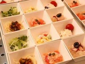 ドーミーインPREMIUM札幌:種類豊富な小鉢でたくさんの種類を一度に楽しめます♪