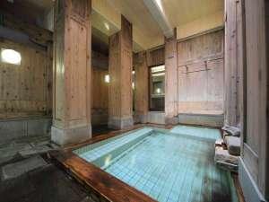 渋温泉 湯本旅館:男湯です。日が差すと気持ちE~んですよ。