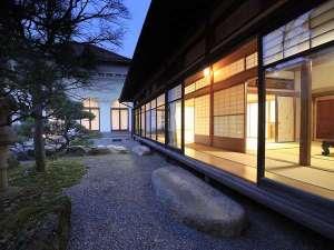 諏訪湖ホテル 上諏訪温泉随一の諏訪湖眺望の宿:【菊の間/別邸】国指定登録有形文化に泊まろう!8人以上でお泊り頂けます。