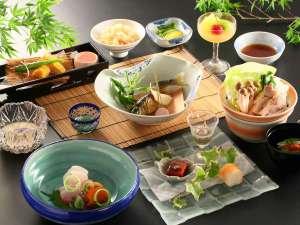 諏訪湖畔に佇む歴史ある宿 かたくら諏訪湖ホテル:≪基本和会席≫信州の食材を中心にご用意しております。