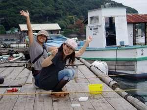 宿前の桟橋で魚釣りにチャレンジ 釣ったお魚は塩焼きに出来ますよ
