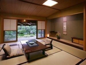 天童温泉 松伯亭 あづま荘:【別館光陰】四季折々の表情を魅せる日本庭園に望む。日常を離れて、静けさに心癒される時間を。
